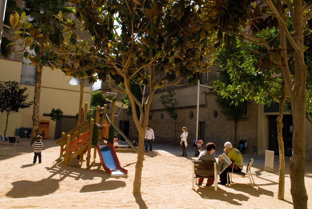 Spain, Barcelona. The Gardens and Public Courtyards: the courtyard at the end of the Pasaje Rector Oliveras.