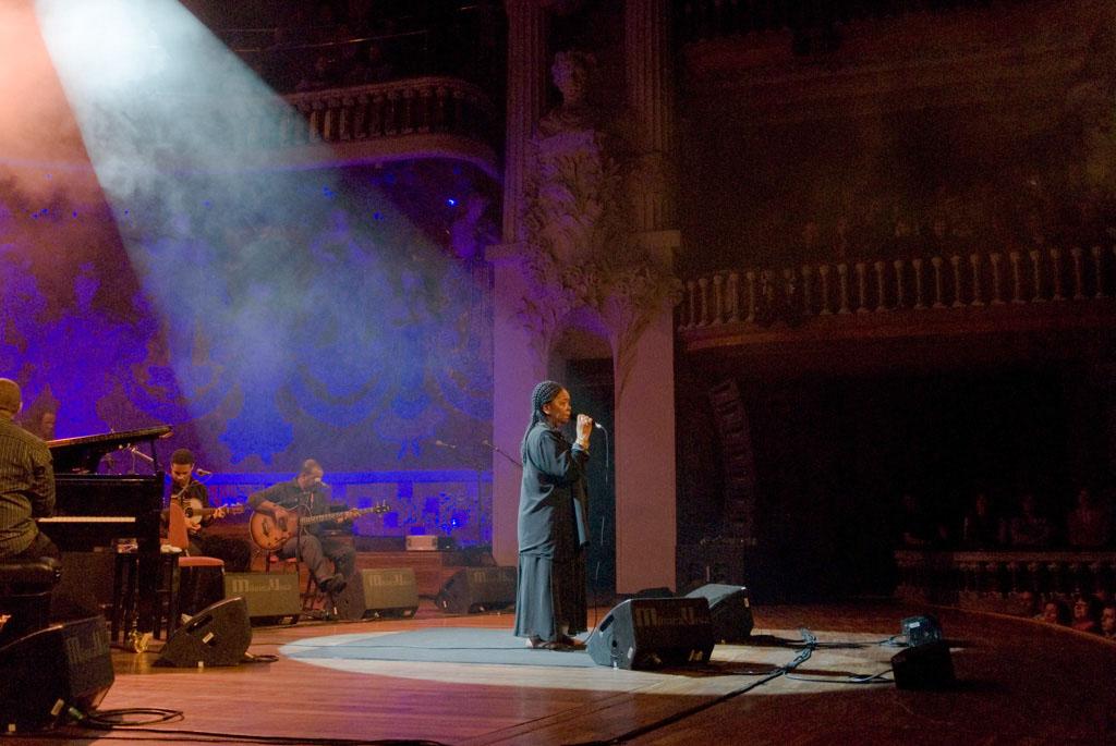 Cesária Évora on stage, Palau de la musica Catalana.