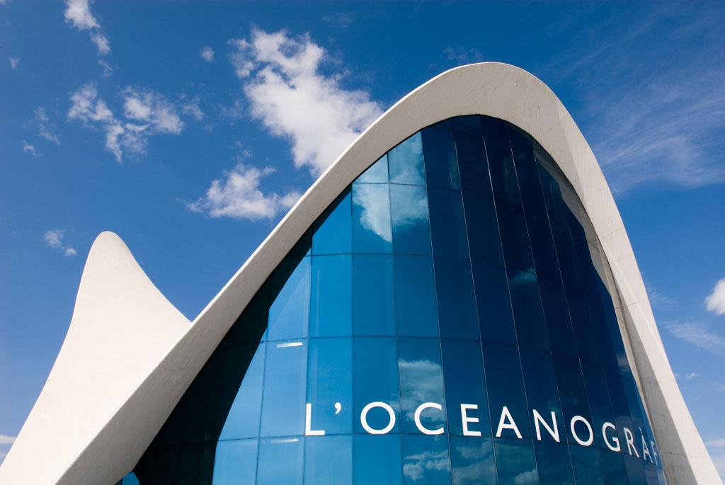 the Oceanogr·fico, the largest aquarium in Europe with over 500 marine species.Design by FÈlix Candela