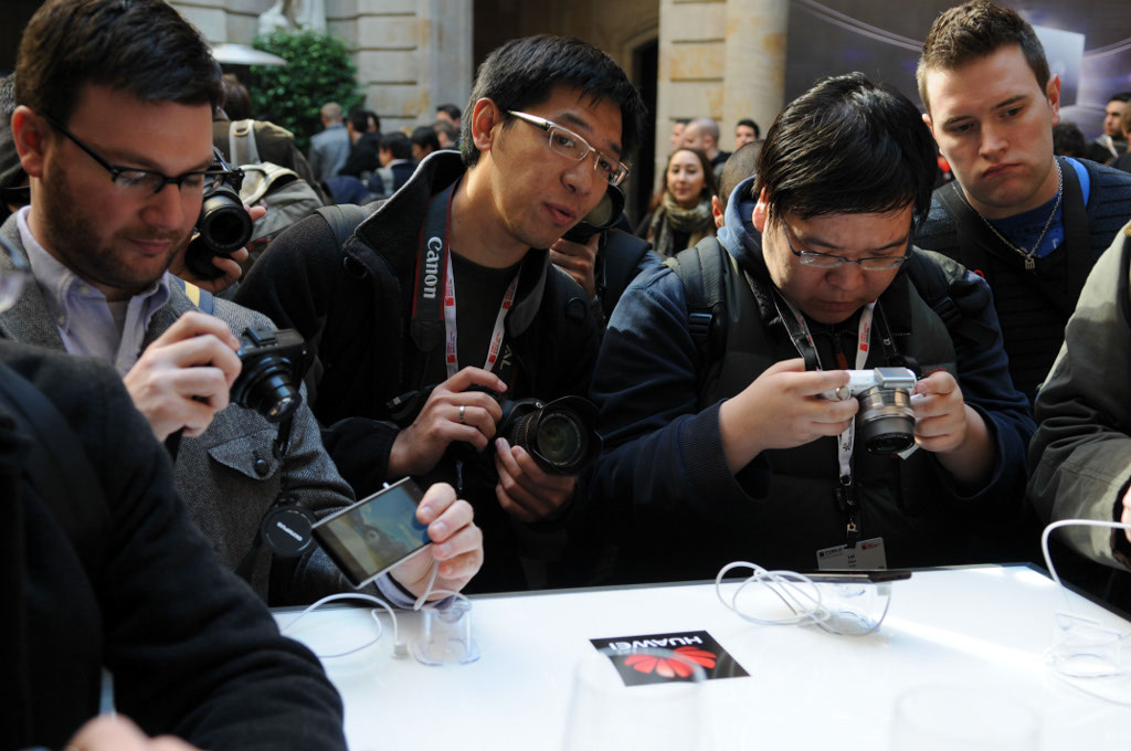 HSTA. Barcelona, Spain. Huawei Ascend P2 Launch Event at Mobile World Congress 2013. Journalists looking at the new phone. Writer: Petri Sajari.