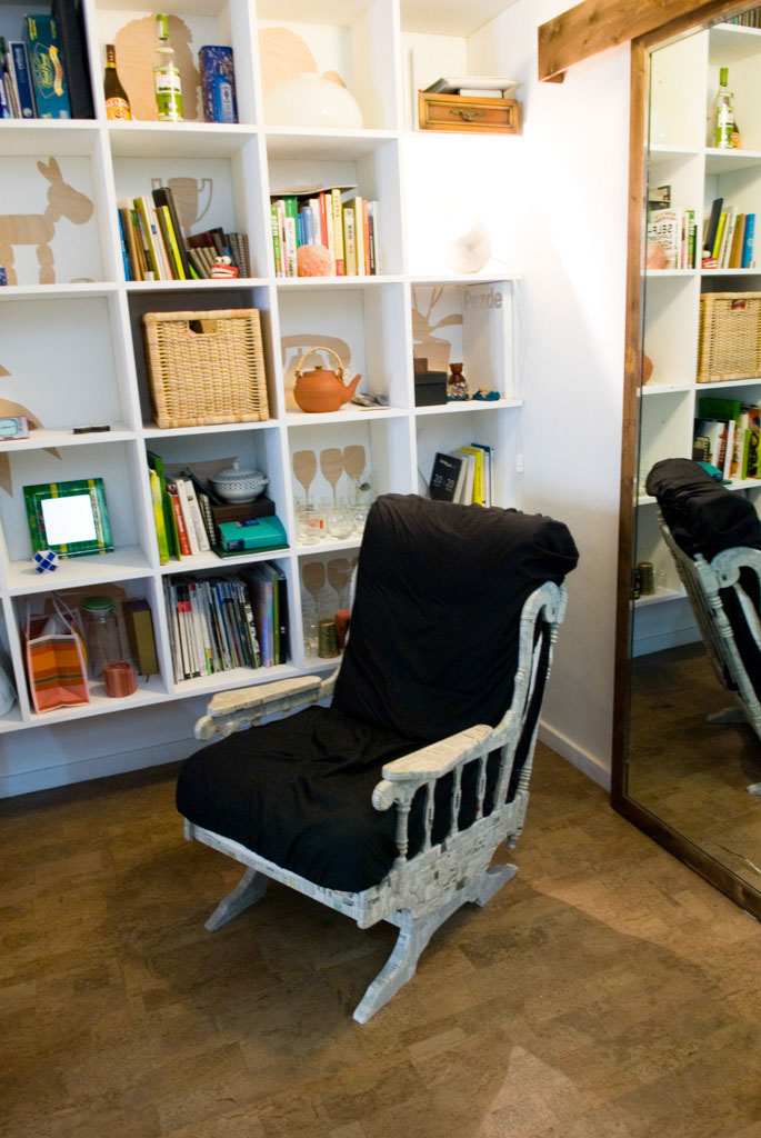 R3project Never-Empty-Shelf, eco cork floor by Wicandres and re-designed second-hand chair. Eco cork floor by Wicanders