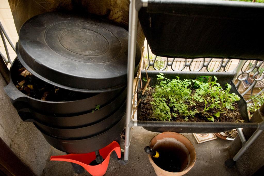 Left: Can-O-Worms worm compost bin; right: Leopoldo Urban vegetable Garden