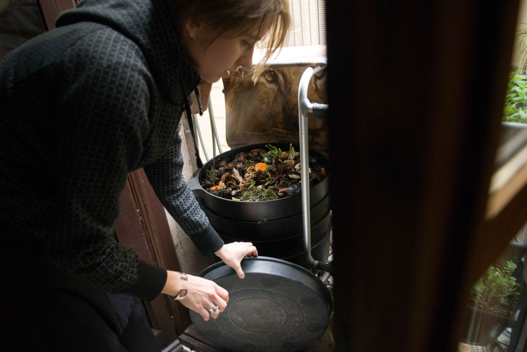 Petz Scholtus opening up the Can-O-Worms, vermi-composter on her balcony