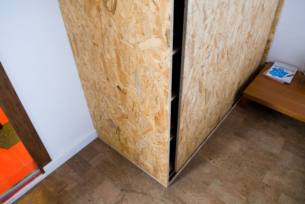 Wardrobe designed by Petz Scholtus, made from OSB (Oriented Strand Board), eco cork floor by Wicanders